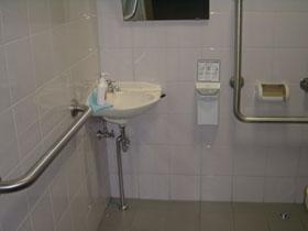 身障者用トイレ内 洗面台の画像 クリック・Enterで拡大