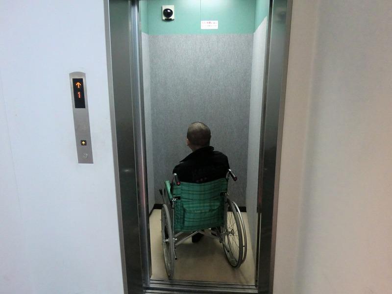 エレベーター入口の画像 クリック・Enterで拡大