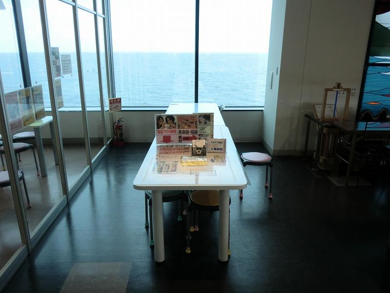 工房の外に設置してある作業台の画像 クリック・Enterで拡大