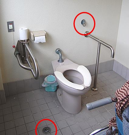 1階の車いす用のトイレ内部の画像 クリック・Enterで拡大