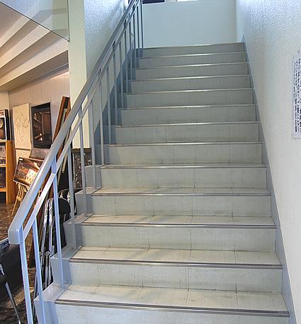 2階への階段の画像 クリック・Enterで拡大