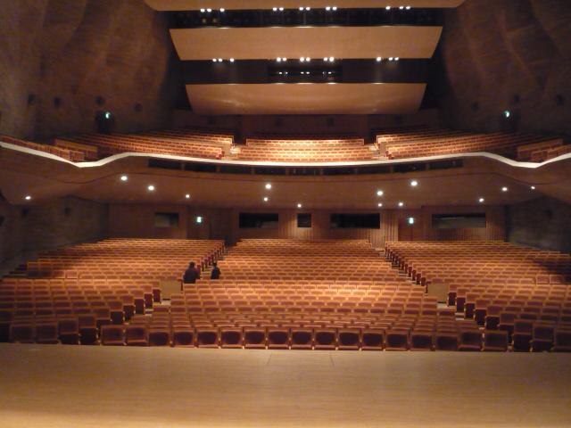 グラントワ内にある大ホールの画像 クリック・Enterで拡大