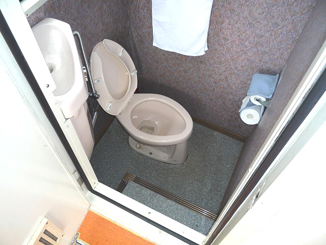 はくちょう2の船内のトイレ内部の画像 クリック・Enterで拡大