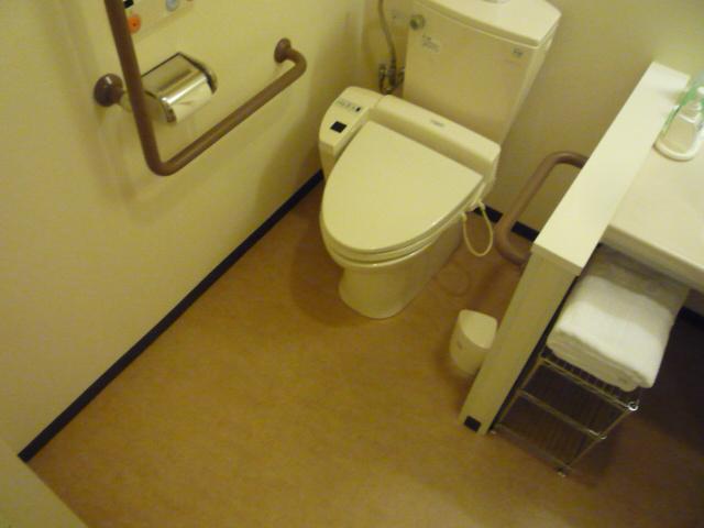 バリアフリールーム内 トイレの画像 クリック・Enterで拡大