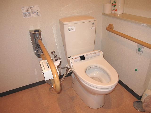 バリアフリールームの多目的トイレの画像 クリック・Enterで拡大