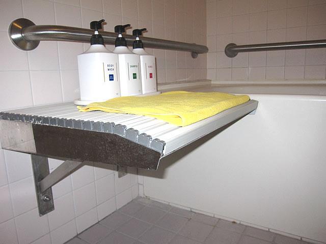 バリアフリールームのお風呂の画像 クリック・Enterで拡大