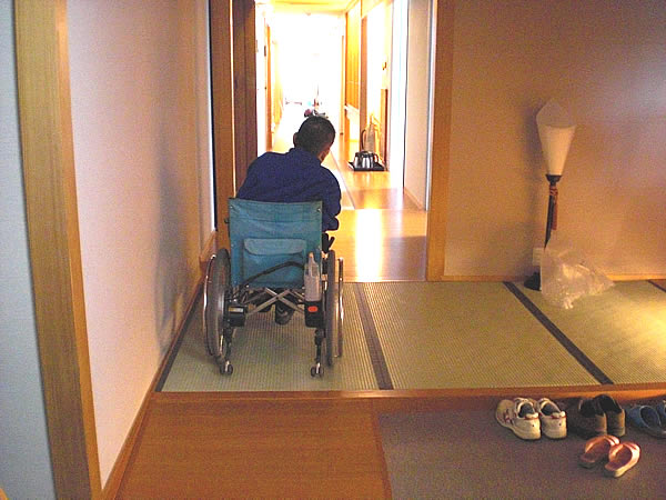 4階露店風呂付き客室への通路の画像 クリック・Enterで拡大