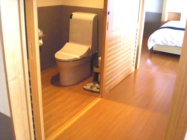 露天風呂付き客室のトイレの画像 クリック・Enterで拡大