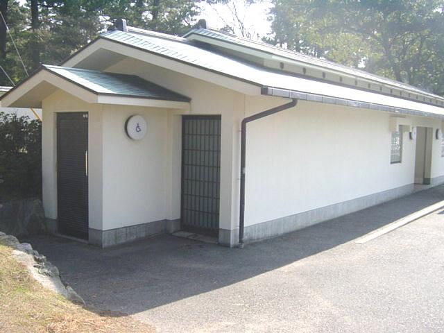 大社駐車場横にあるトイレの外観の画像 クリック・Enterで拡大
