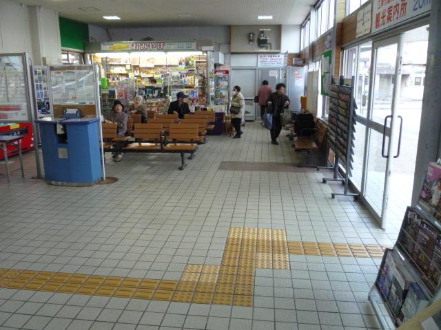 駅舎内 待合室の画像 クリック・Enterで拡大