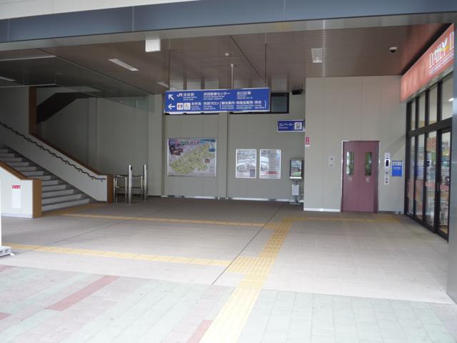駅舎一階 入口の画像 クリック・Enterで拡大