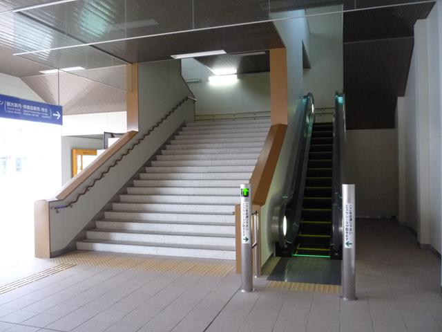 エスカレーターと階段の画像 クリック・Enterで拡大