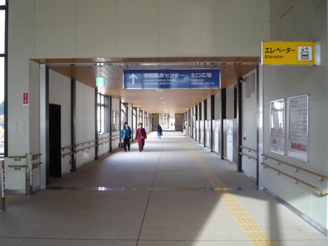 浜田医療センターへ向かう通路の画像 クリック・Enterで拡大