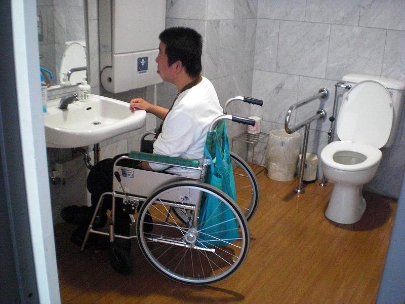 多目的トイレ内部の画像 クリック・Enterで拡大