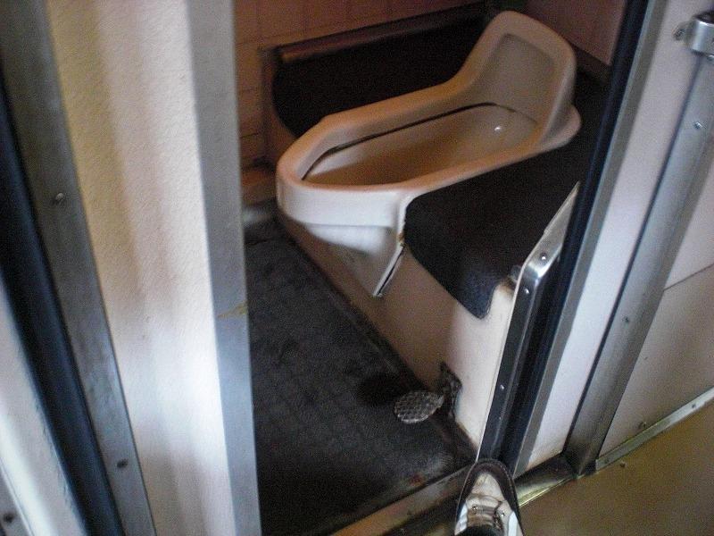 列車内トイレの画像 クリック・Enterで拡大