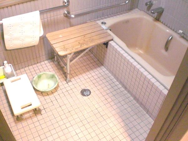 バリアフリーの温泉風呂内の画像 クリック・Enterで拡大