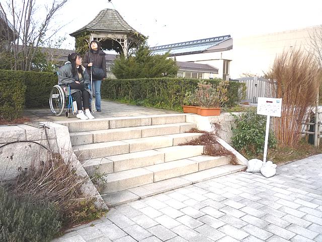 通路の階段の画像 クリック・Enterで拡大
