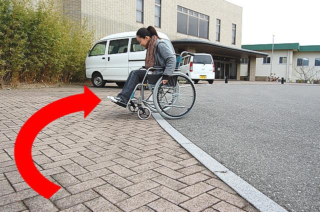 入口前の通路の段差の画像 クリック・Enterで拡大