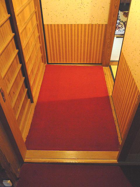 2階客室の入口の画像 クリック・Enterで拡大