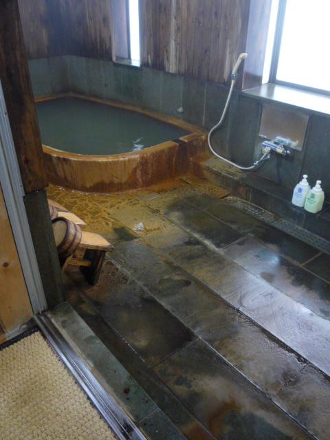 大浴場(天然温泉 掛け流しの湯)の画像 クリック・Enterで拡大