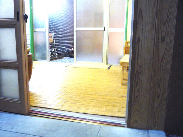 大浴場(竹酢の湯)の脱衣所入口の画像 クリック・Enterで拡大