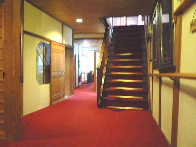 3階への階段の画像 クリック・Enterで拡大