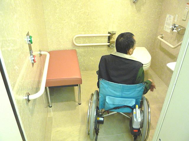 身障者トイレ内部の画像 クリック・Enterで拡大