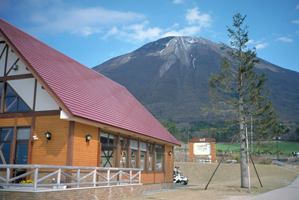大山まきばみるくの里から見た大山の写真