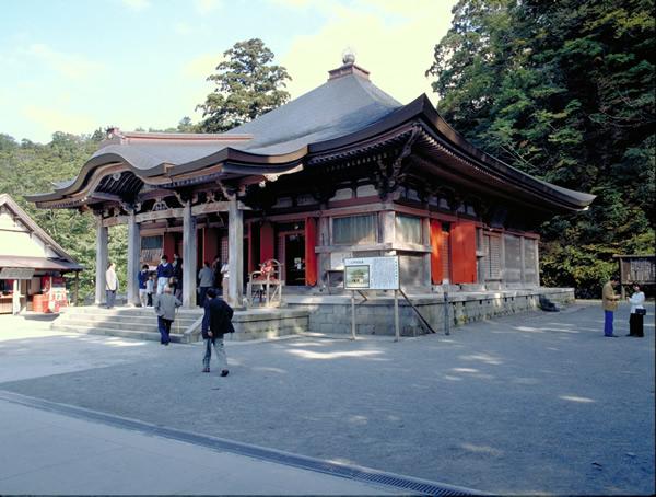 堂々とした雰囲気の大山寺本堂の写真