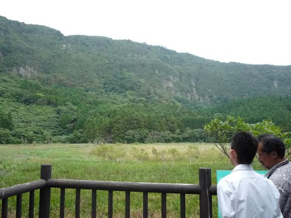 油井の池の展望台から眺めた風景の写真