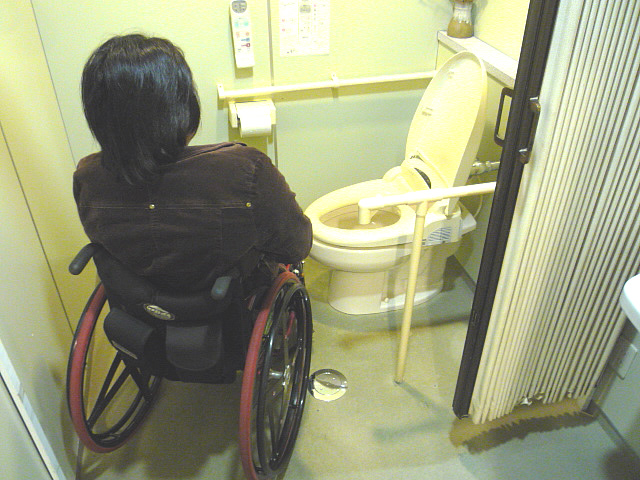 3階身障者トイレの画像 クリック・Enterで拡大