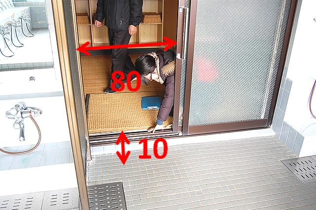 大浴室へのドアの画像 クリック・Enterで拡大