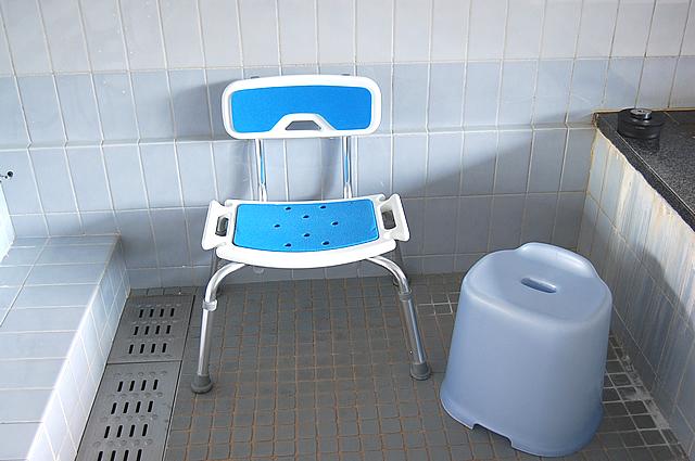 背もたれ付きの腰掛け椅子の画像 クリック・Enterで拡大
