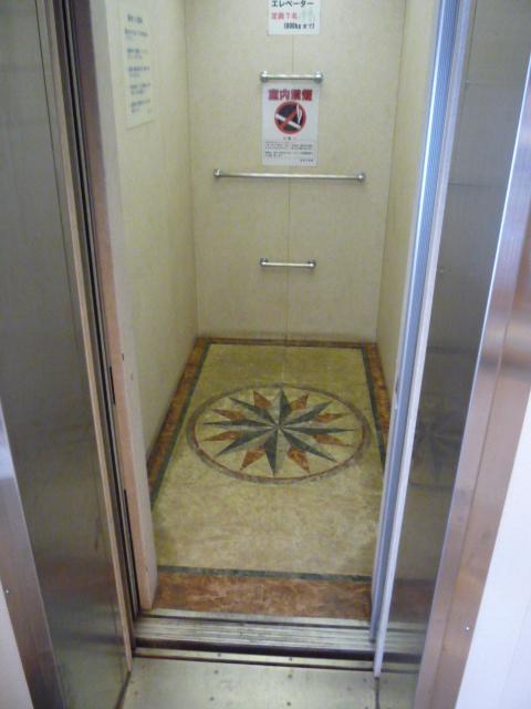 フェリー内 エレベーターの画像 クリック・Enterで拡大