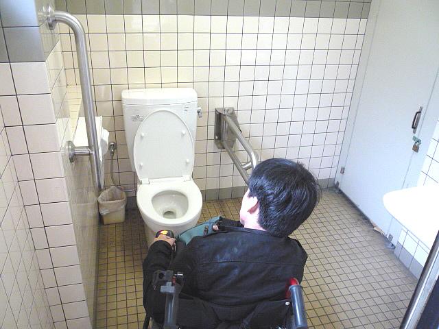 バスターミナルの身障者トイレの画像 クリック・Enterで拡大