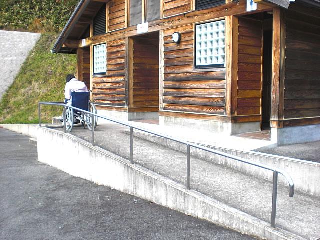 下高駐車場の車いすトイレの外観の画像 クリック・Enterで拡大