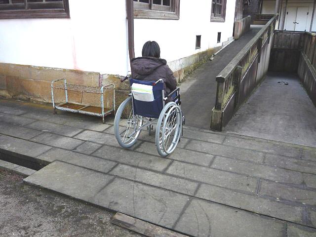 「町並み交流センター」身障者トイレ入口の画像 クリック・Enterで拡大