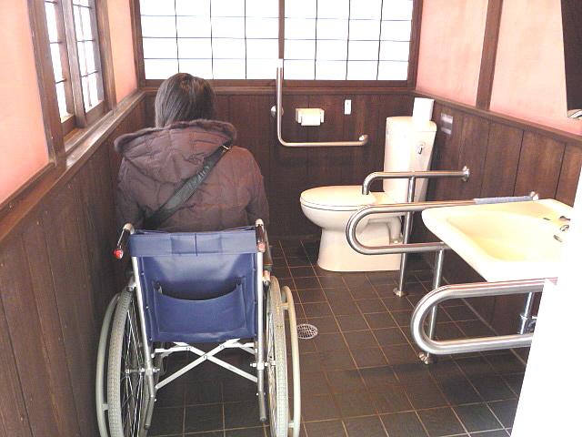 清水寺前休憩所の身障者トイレ内部の画像 クリック・Enterで拡大