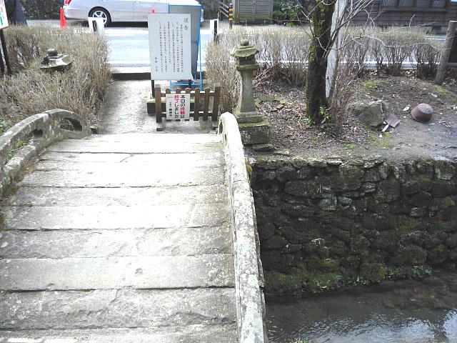 入口の反り橋の画像 クリック・Enterで拡大