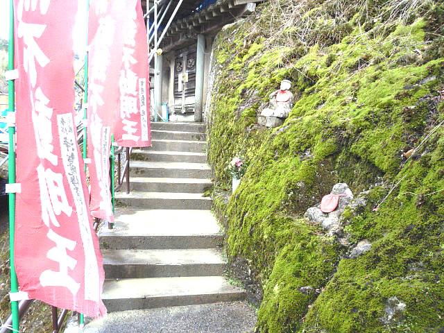 入口への階段の画像 クリック・Enterで拡大