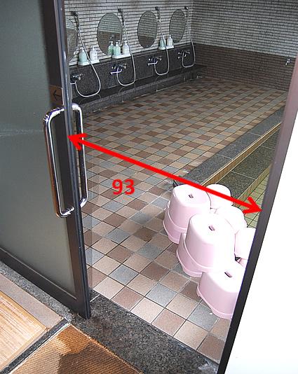 大浴場内のドアの画像 クリック・Enterで拡大