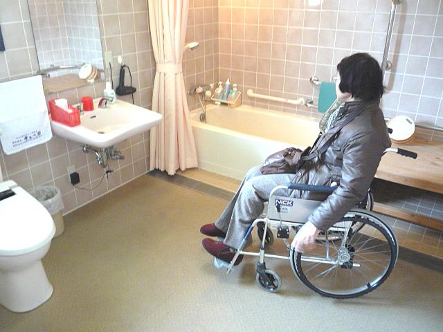バリアフリールームの浴室、トイレの画像 クリック・Enterで拡大