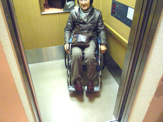 エレベーター内部の画像 クリック・Enterで拡大