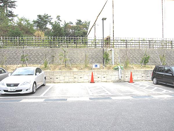 身障者駐車場の画像 クリック・Enterで拡大