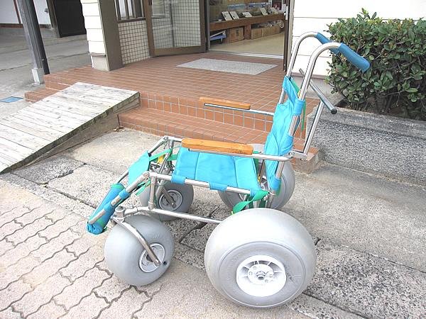 もう1台の砂地を歩行可能な車いすの画像 クリック・Enterで拡大