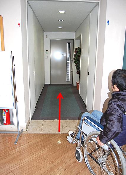 1階の多目的トイレ前の画像 クリック・Enterで拡大