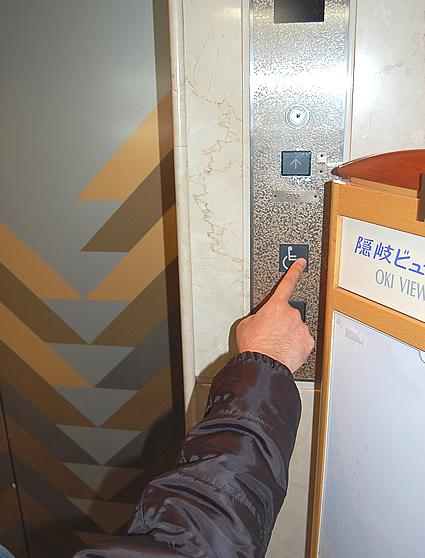 エレベーター前のボタンの画像 クリック・Enterで拡大