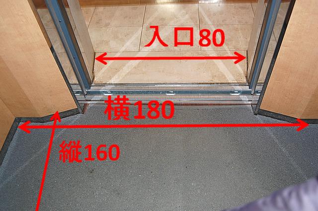 エレベーター入口前の画像 クリック・Enterで拡大