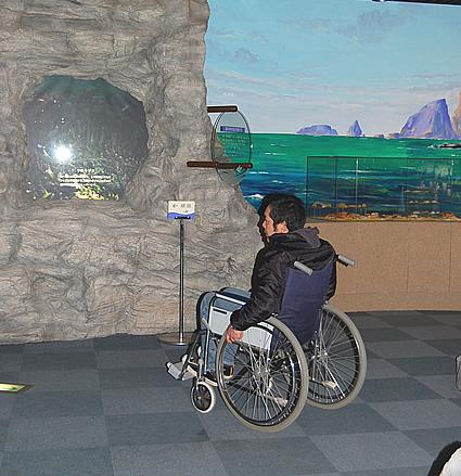 2階室内の真ん中の展示フロアの画像 クリック・Enterで拡大