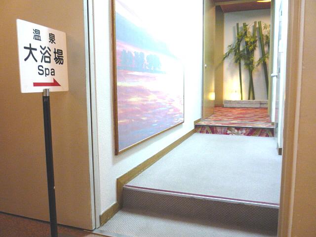 大浴場への通路の画像 クリック・Enterで拡大